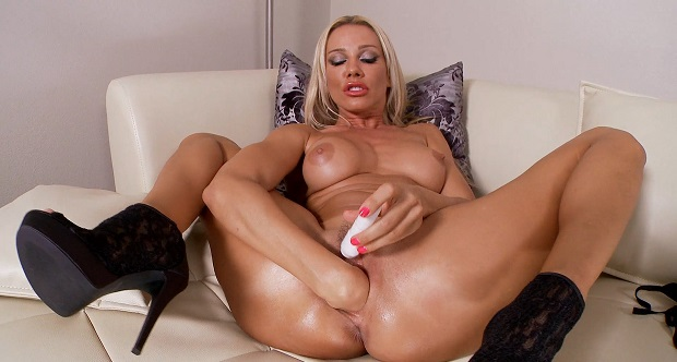 horny blond likes to masturbate and makes fisting