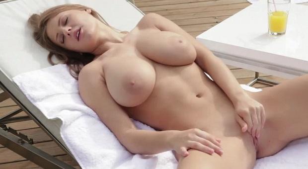 sexy babe likes to masturbate long